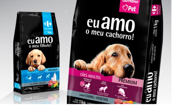 Alimento para cachorros Carrefour, embalagem criada pela Pande Design