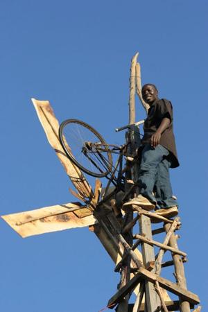 Moinho criado por William Kamkwamba é um design humanitário que deu certo