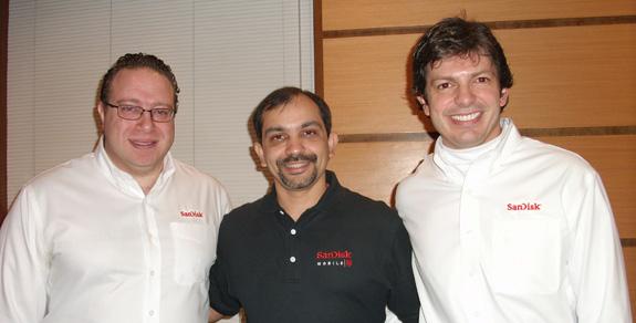 Gerentes de vendas da SanDisk, da esq.p/dir.: Fabiano Cotait, Luiz Sales e José Roberto Santos