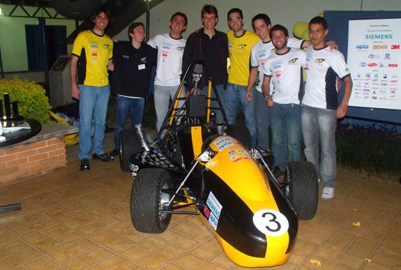 Equipe apresenta o carro Fórmula SAE que desenvolveu