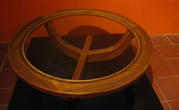 Mesa criada por Clara Porset, que se especializou em design de mobiliário e interiores