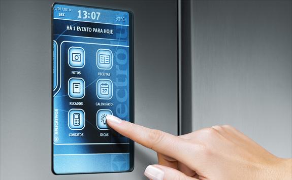 Infinity I-Kitchen traz no painel touch screen receitas, porta-retrato, calencário, dicas etc.