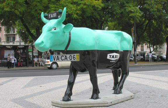 Vaca da CowParade, de Suzana Prudente, é um exemplo de arte pública globalizada
