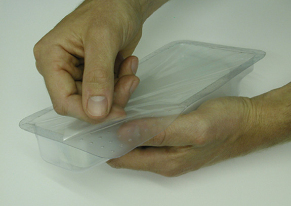 Saliências no canto da embalagem de bacon facilitam a abertura (foto site Helen Hamlyn)