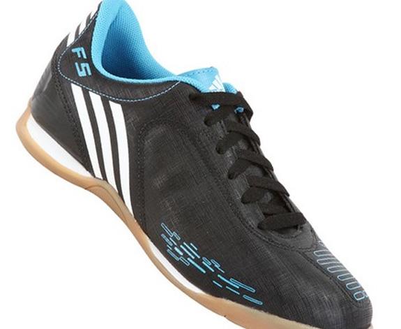 O mercado de tênis para fusal como este modelo da Adidas está em franca expansão