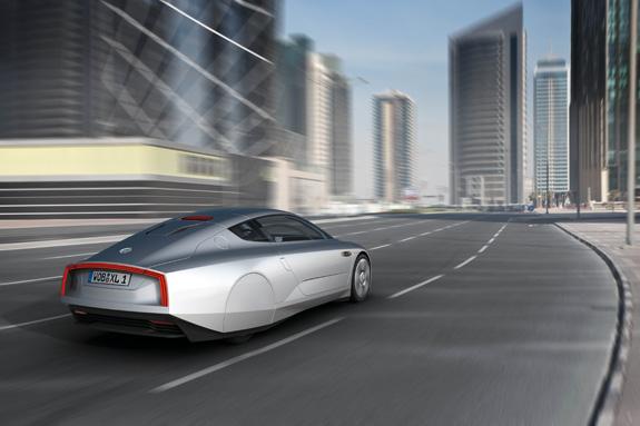 consumindo 0,9 litro por 100 km rodados, o novo Volkswagen XL1 emite 24 g/km de CO2