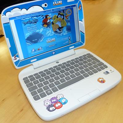 Mini notebook HP 100e para crianças vem com conteúdo do Club Penquin