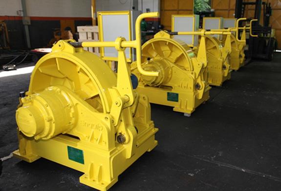Molinete elétrico para amarração em portos flutuantes é um dos produtos da Enquip