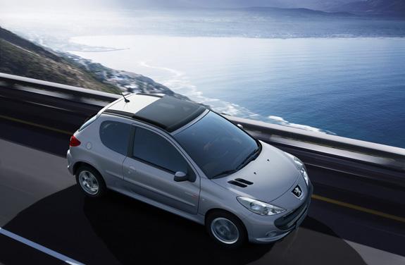 Peugeot 207 Quicksilver, concebida no Brasil, respira esportividade (imagem no Max)