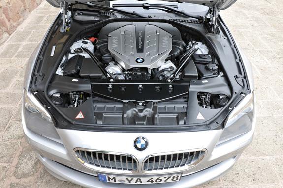 O Série 6 oferece duas opões de motor uma para o BMW 650i Conversível e outra BMW 640i Conversível