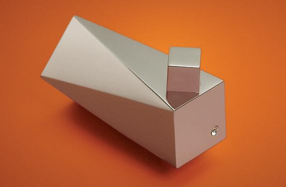 Crismoe mostra acessórios para banheiro com cristal Swarovski como o cabide Crystal Plux
