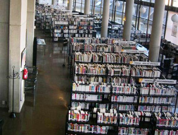 Escola de Chambery, França, não economizou investimentos na biblioteca