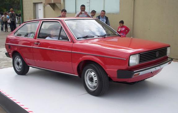 Gol lançado em 1980 tinha um design com linhas quadradas que foram arredondadas ao longo do tempo