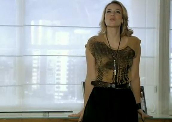 Marina (Paola Oliveira) em seu escritóro de design de Insensato Coração