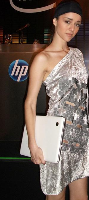 O computador se tornou imprescindível para o designer, mas não deve eliminar o lápis e papel
