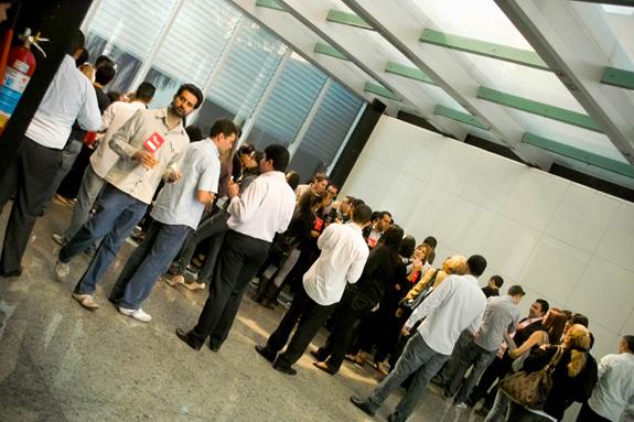 Participantes do Branding Minas aproveitam intervalos para trocar experiências