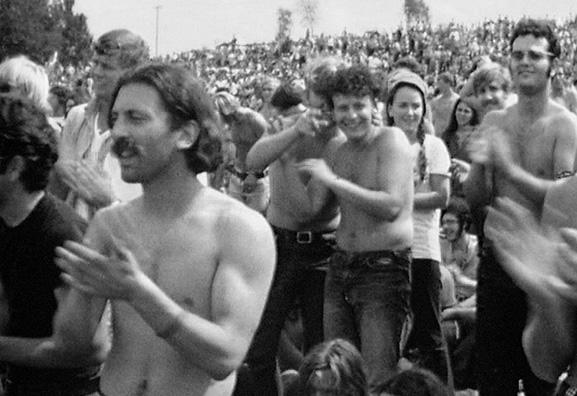 O Festival de Wookstock,  em 1969, nos EUA, sintetiza a identidade coletiva da geração paz e amor