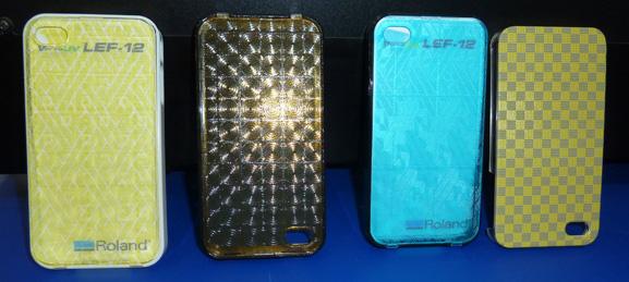 Capas de celulares impressas com texturas na LEF-12, que pode ser usada para imprimir brindes também