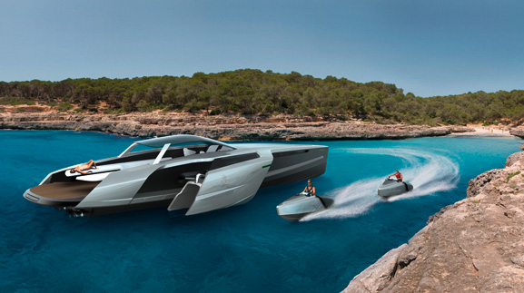 Enquanto o barco está parado os navegantes podem se divertir com os jet skis