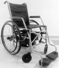 Cadeira de rodas é controlada pelo movimento da cabeça a partir de sensor acoplado em tiara