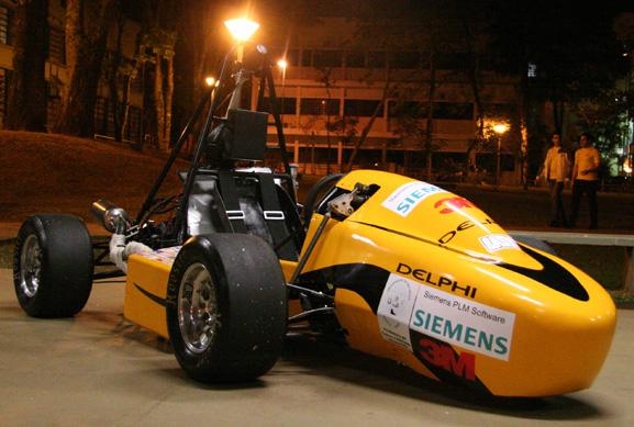 Carro da competição Fórmula SAE da USP São Carlos é renovado a cada ano