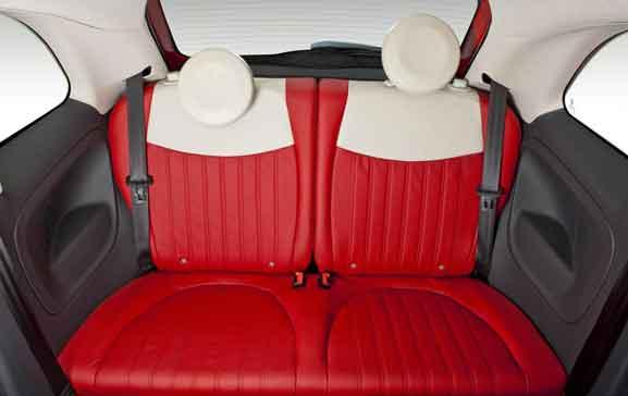 Fiat 500 Louge Air tem bancos revestidos em tecido premium com logotipo no encosto