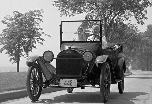O Chevrolet 490, lançado em 1916, ganhou o nome do respectivo preço 490 dólares