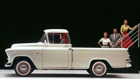 Cameo Carrier, lançado em 1955, introduziu paralamas envolventes pela primeira vez em uma picape