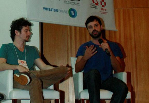 "Da esq. p/dir.: Lucas Liedke e Rony Rodrigues, da Box 1824, que abordaram ""Millennials"""