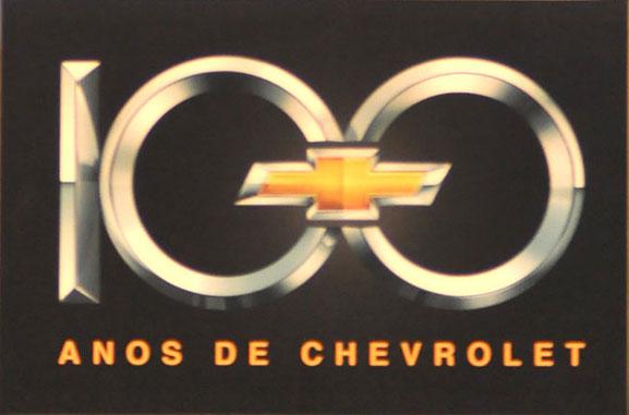 Gravatinha centenária da marca Chevrolet compõe o logo comemorativo dos 100 anos da companhia