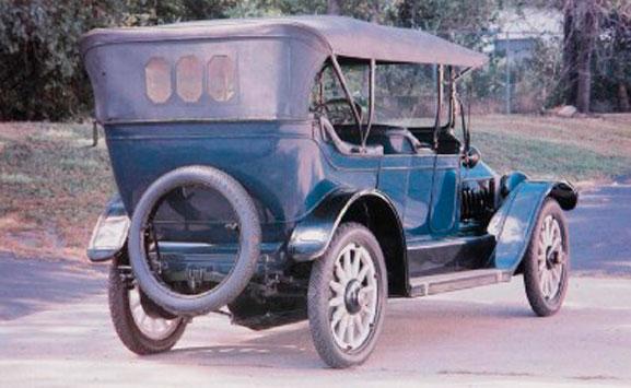 O Série C Classic Six é lançado, ao preço de 2.150 dólares, no ano de 1911