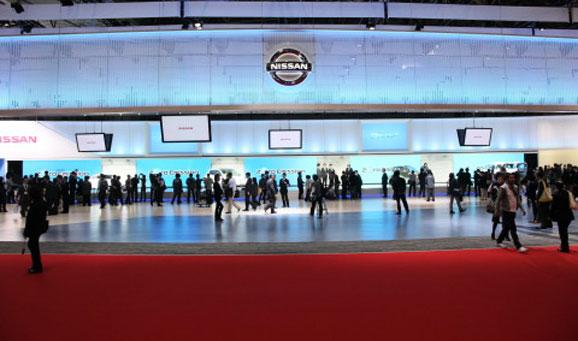 Vista do estande da Nissan no Tokyo Motor Show 2011, que mostrou o futuro dos automóveis