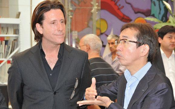 Alfonso Albaisa e Shiro Nakamura, chefes de design da  Nissan, que revisaram projetos de alunos do IED