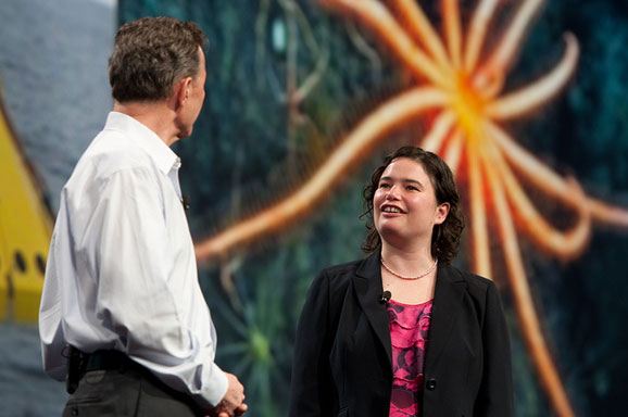 Cientista Maia Hoeberechts, da Neptuno Canadá, ao lado do CEO da Dassault Systèmes Bernard Charlés