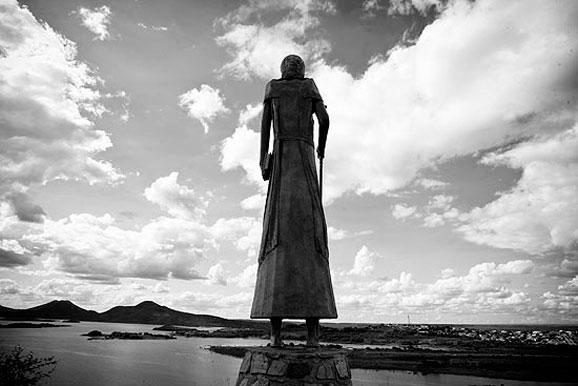Estátua de Antonio Conselheiro criador de Monte Bello onde ocorreu a guerra de canudos
