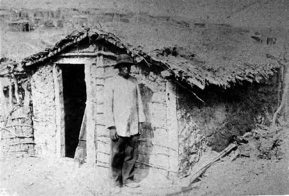 Casas de taipa era moradia dos serguidores de Conselheiro, os líderes em casas de telhas