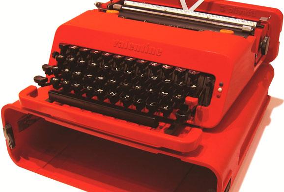 ETTORE-SOTTSASS_Valentine_1969_Máquina-para-escrever-portátil,-metal-e-plástico_11,4x34,4x35,1cm