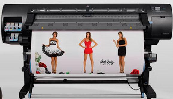 Designjet L26500, que imprime em mais de 500 tipos de mídias e é ideal para várias aplicções
