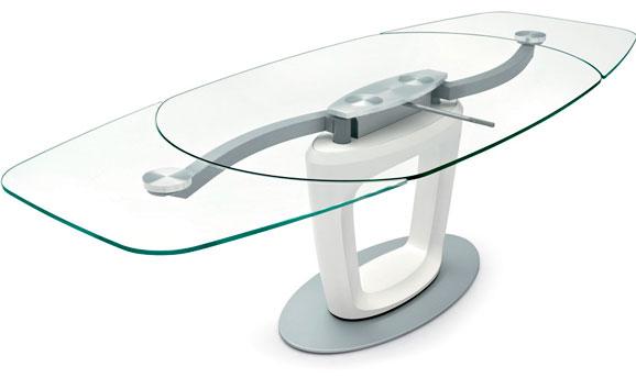 Mesa concebida por Sergio Pininfarina que, além de automóveis desenhou móveis , cafeteiras e ambientes