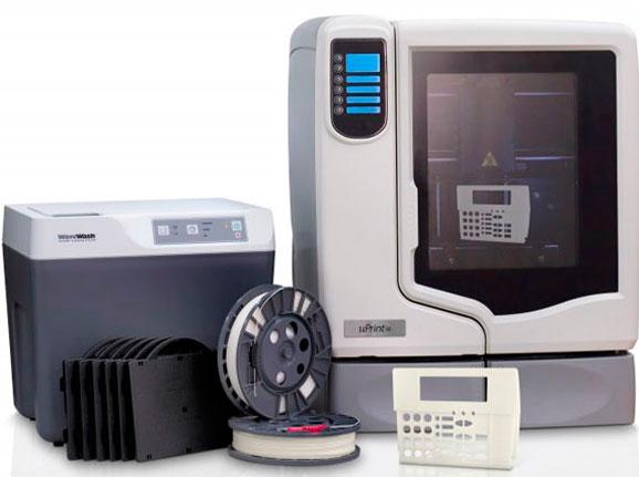A linha de impressoras 3D uPrint SE produz protótipos funcionais e pode ser usada no escritório
