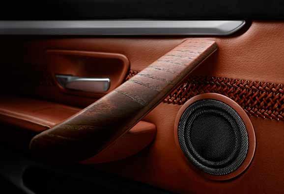"""A abordagem de """"disposição em camadas"""" – na qual os volumes são dispostos em camadas por meio do uso inteligente de linhas e superfícies – enfatiza a sensação dinâmica dentro do BMW Concept Série 4 Coupé"""