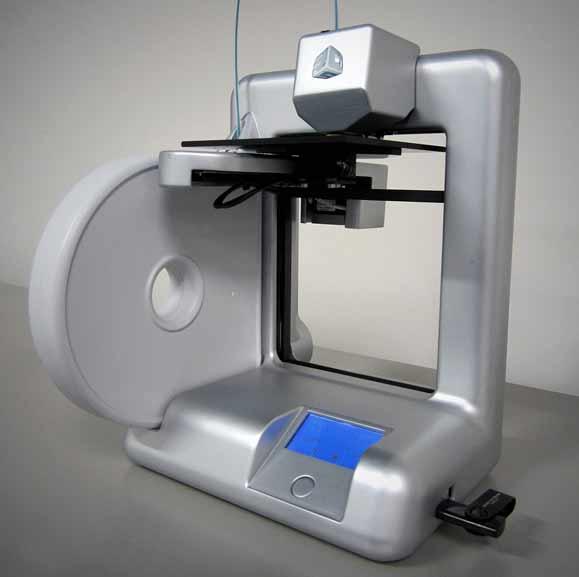 A CUBE é uma das primeiras impressoras 3D de uso pessoal com aparência de equipamento de uso pessoal