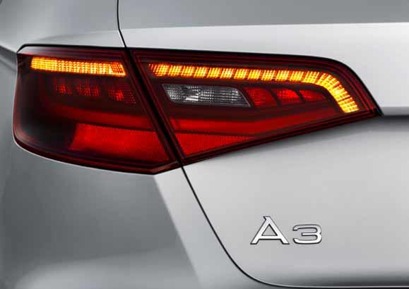 Na traseira, luzes LED bipartidas, em combinação com os faróis de xênon, transmitem a sensação de dinamismo
