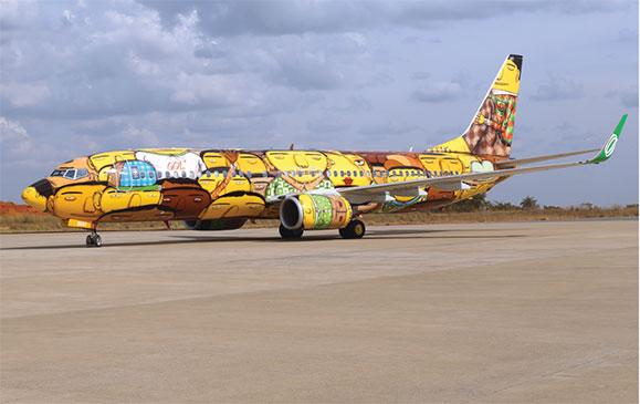 Avião da GOL ganhou rostos dos brasileiros que no conceito de OSGEMEOS acompanharão a seleção
