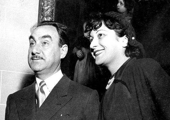 Lina Maria Bo Bardi ao lado de seu esposo Pietro Maria Badi em 1951, época em que o casal descobria a arte brasileira