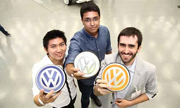 Os vencedores do 16º Talento Design: (a partir da esq.) Danilo Makio Saito, João Paulo Caetano e Arthur Menezes