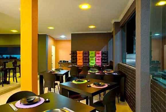 O projeto criado para o Iupy Sushi Bar & Temakeria traz cores fortes e vibrantes, carregadas de referências à pop art,