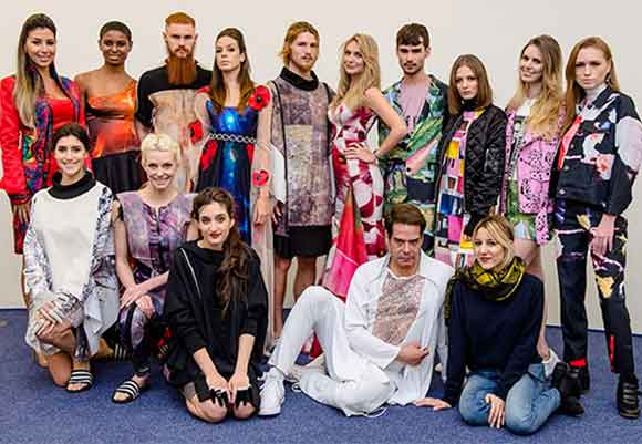 Modelos que desfilaram em New York as coleções criadas com estamparia feita na Sure Color F9200