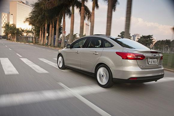 Com padrão máximo de cinco estrelas em segurança, o Focus Fastback oferece reforços estruturais em sua carroceria,