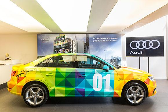 O Audi A3 recebeu as mesmas cores usadas no capacete do tricampeão mundial de Fórmula 1